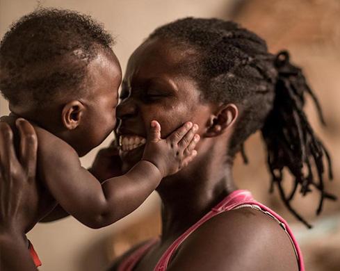 mamma e figlio, storie, lasciti unicef